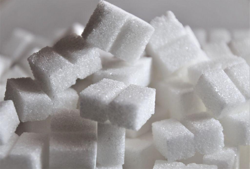 Biały cukier w kostkach, ile cukru można zjeść dziennie?