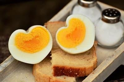 jajka na śniadanie na twardo