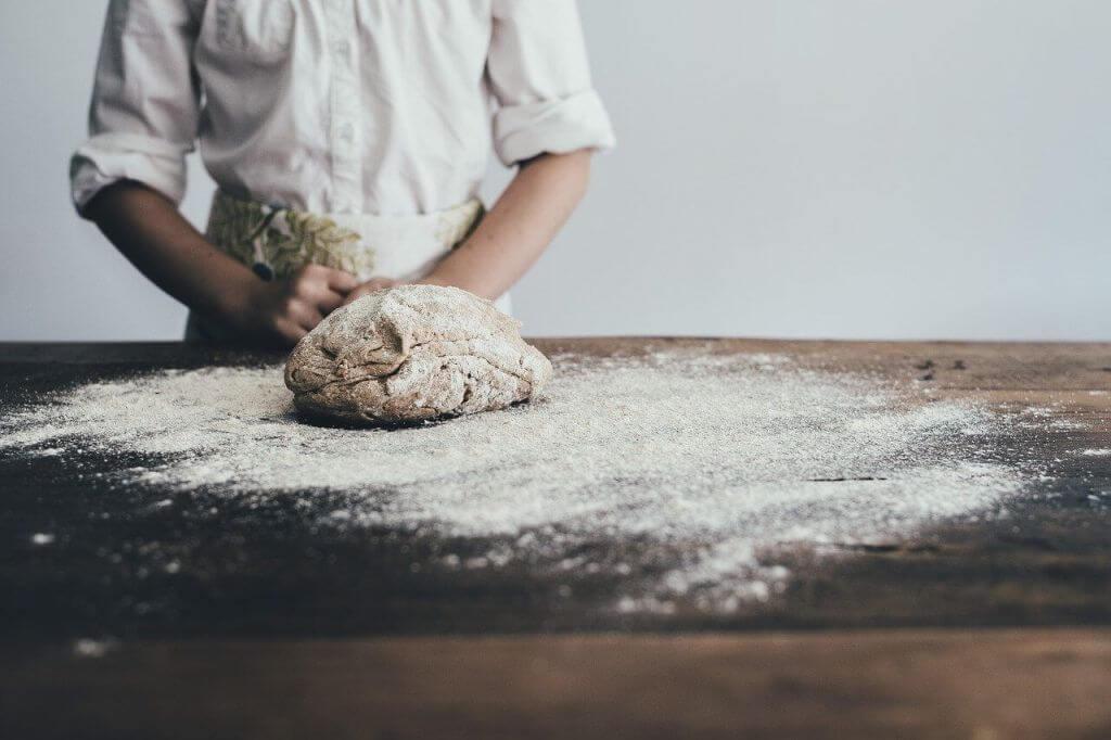 Łatwe przepisy na pieczenie chleba w domu