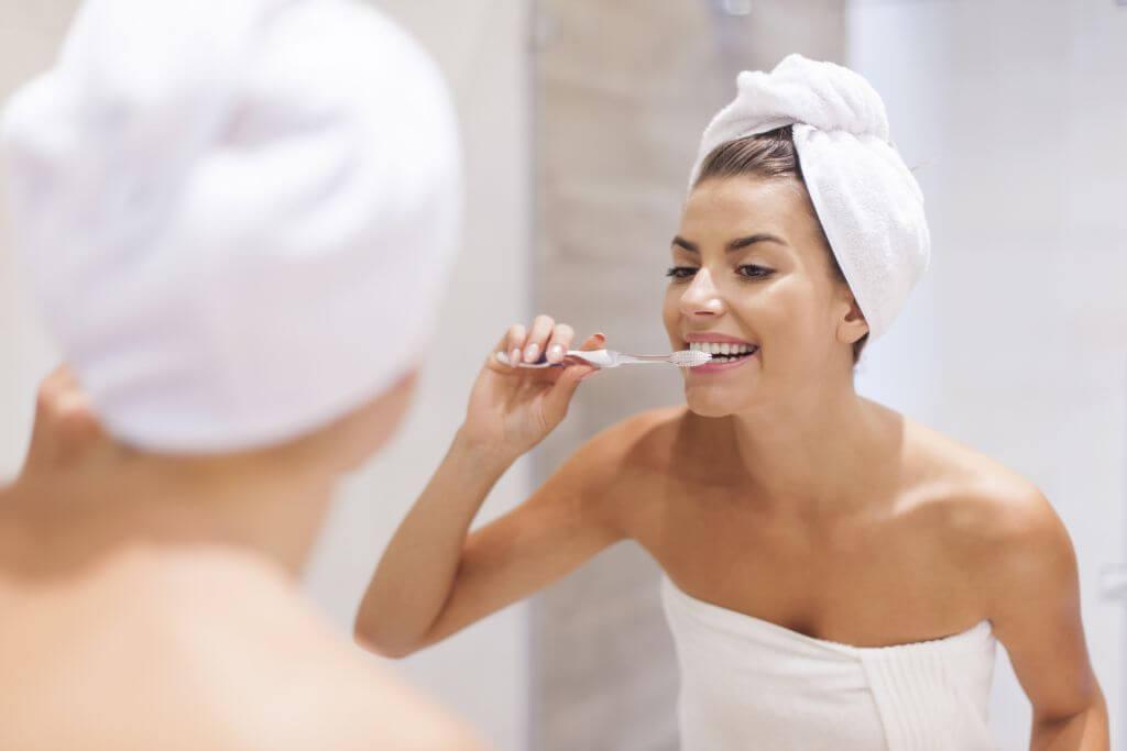 Biała glinka stosowana do mycią zębów i higieny jamy ustnej.