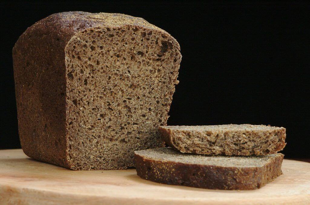 Chleb razowy pieczony na suchych drożdżach