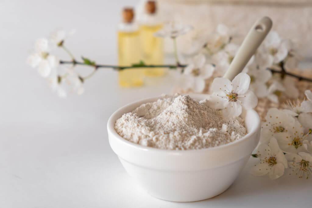 Właściwości i zastosowanie białej glinki.
